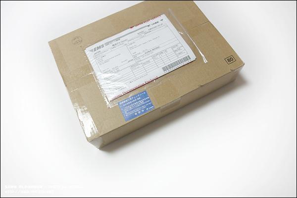 일본에서 EMS 편으로 이런 박스가 도착