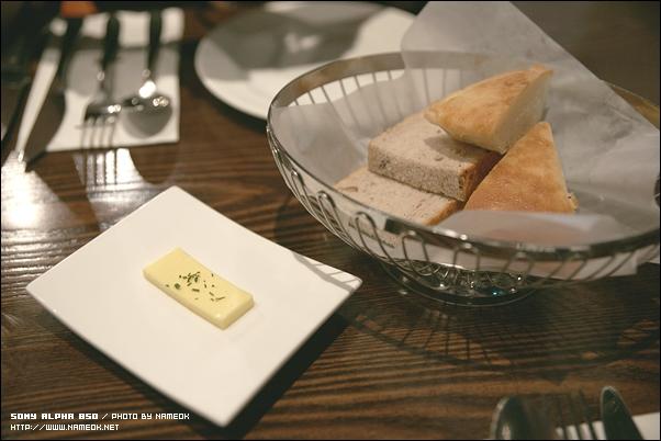 식전에 제공되는 빵도 괜찮고 뭔가 버터가 좋은듯-